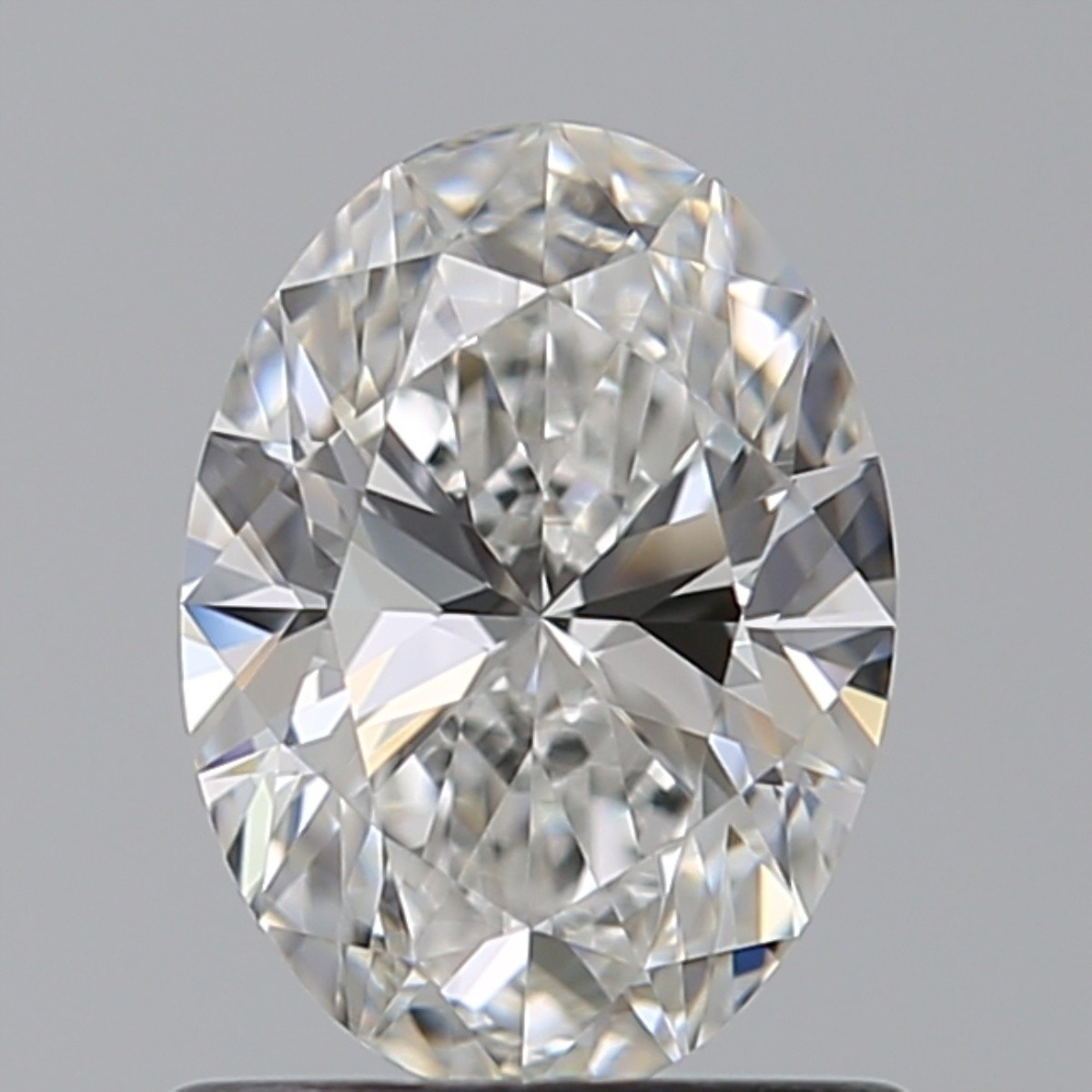 0.90 Carat Oval Diamond (E/VVS2)