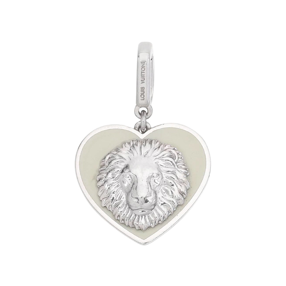 18k White Gold Heart-Shaped Lion Pendant
